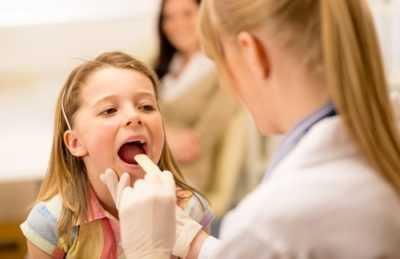 Вирусная и бактериальная ангина у детей – причины, симптомы и лечение