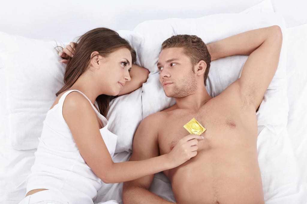 Молодая пара предохраняется от папиллом
