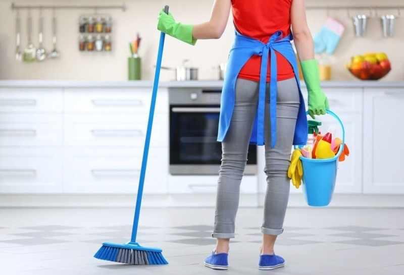 Проводить ежедневную влажную уборку