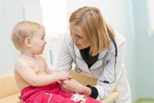 Регулярно показывают ребенка педиатру