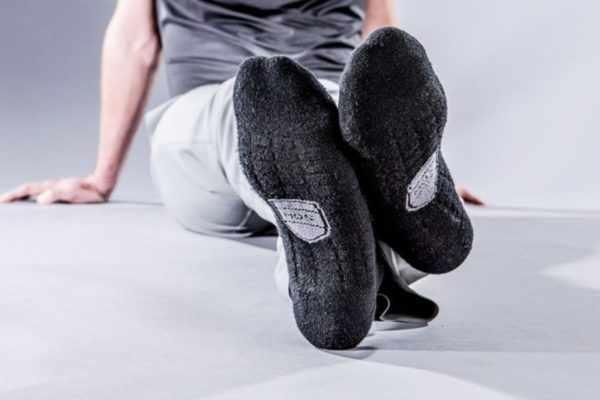 Специальные носки как средство от потливости ног