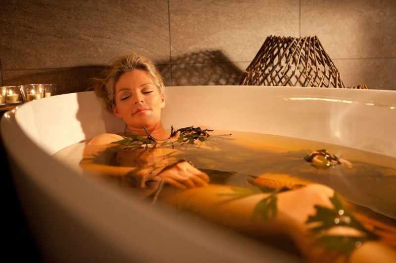 Лечебные ванны с отваром чистотела помогут быстрее избавиться от лишая