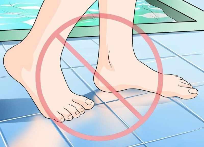 Нельзя в общественных банях и в бассейнах ходить босиком