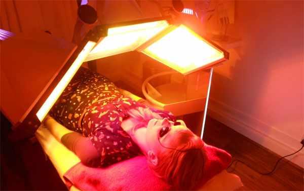 Фототерапия от веснушек на лице