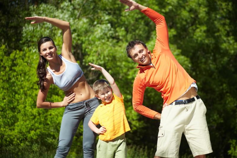 Заниматься физкультурой или спортом
