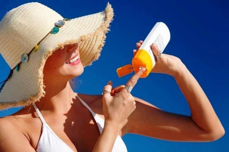 Используйте солнцезащитный крем, наденьте шляпку или возьмите зонтик