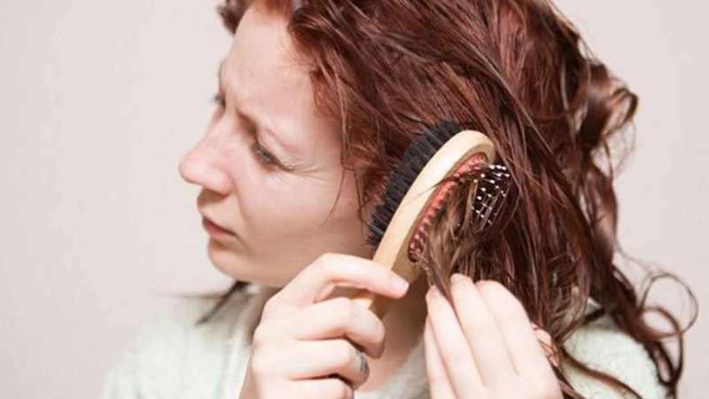 При расчесывании, стрижке, укладке и даже мытье волос можно невус травмировать