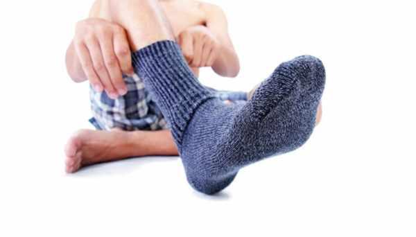 Ношение слишком толстых носков в теплое время года